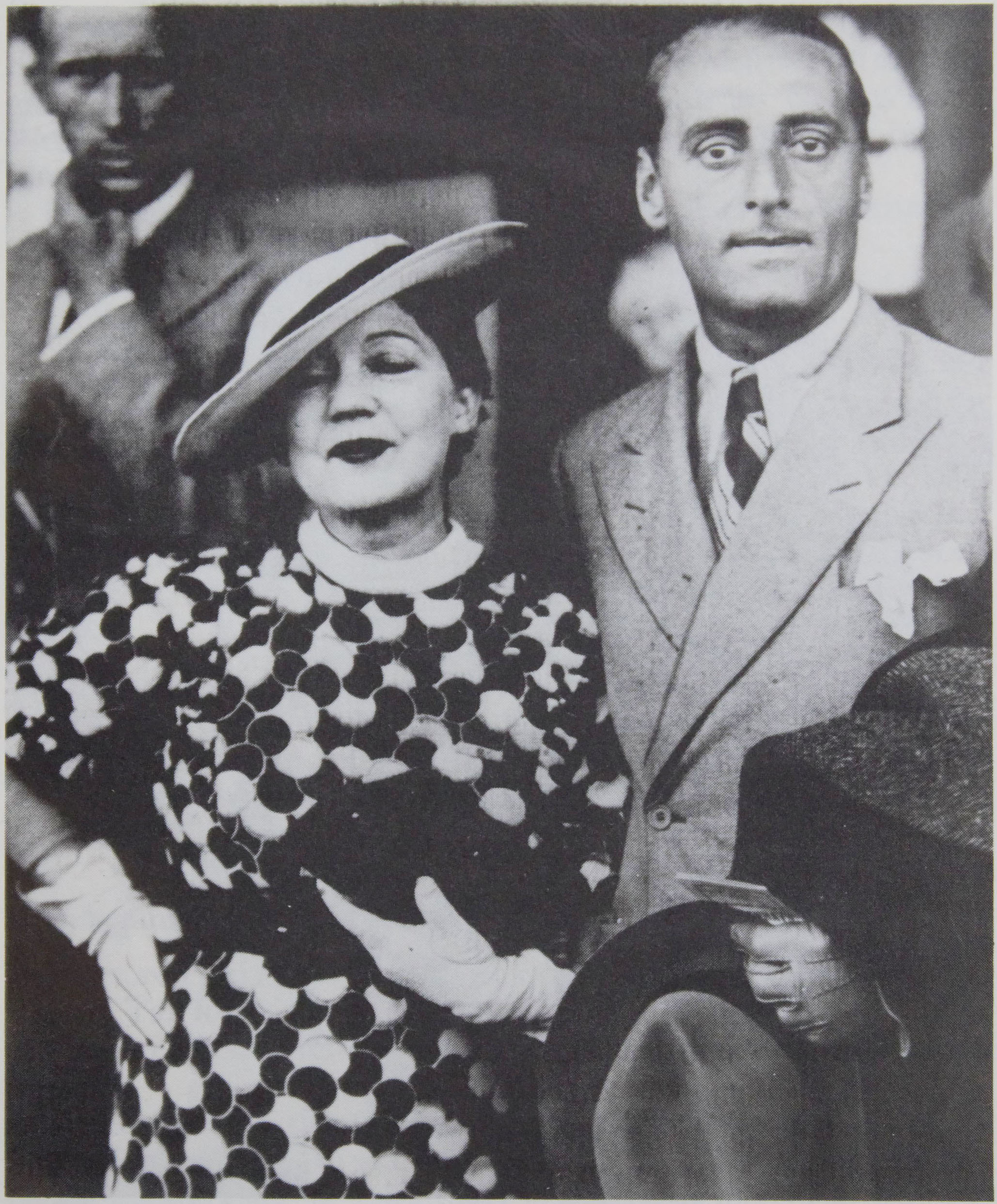 The photo, which takes up the whole page along with the                      caption, is credited to Politiken Press. Gerda Wegener and husband Fernando                      Porta fill the frame of the photo, which seems to be outside, and they are                      dressed for going out.
